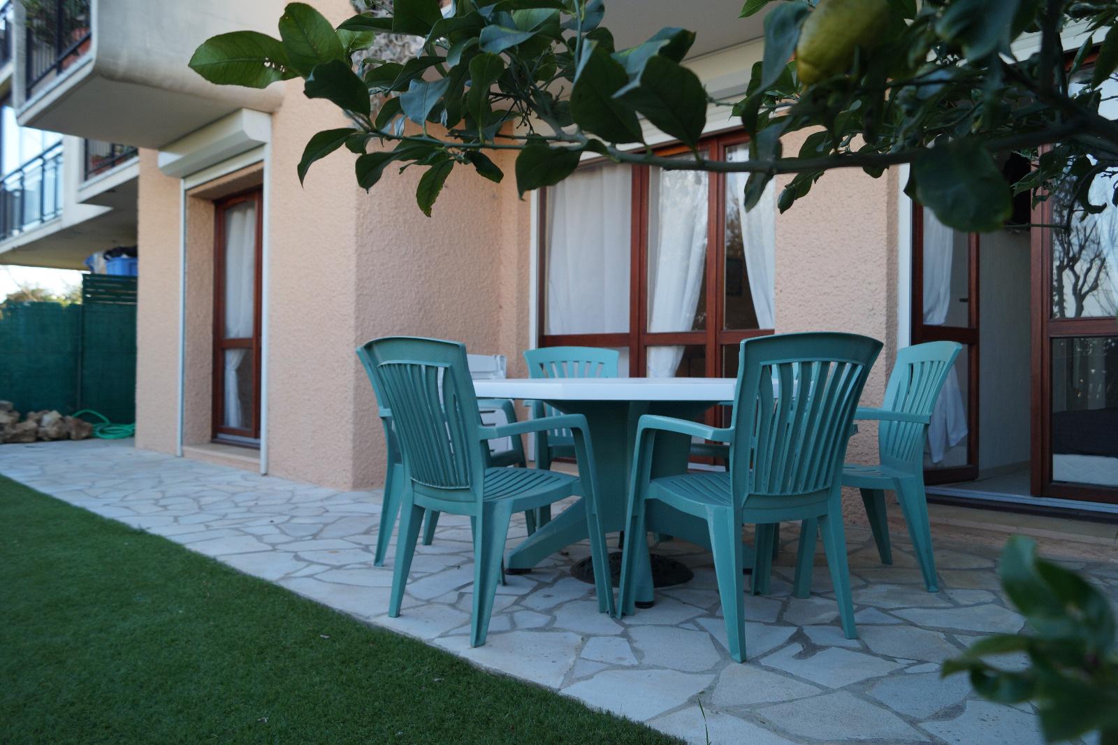 Location vacances juan les pins antibes golfe juan maisons appartements et studios louer - Location rez de jardin antibes ...